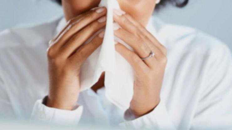Przeziębienie chroni przed koronawirusem? Są wyniki badań