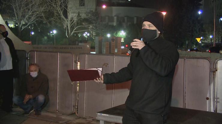 Protest przed Sejmem. Policjanci legitymowali zebranych